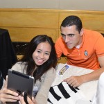 A lucky fan gets up close with a Juventus Football player