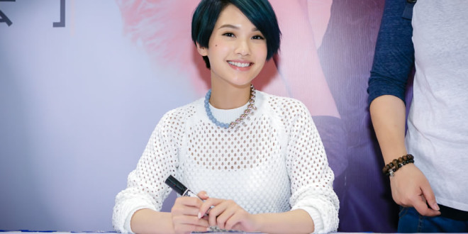 Rainie Yang Showcase & Autograph Session