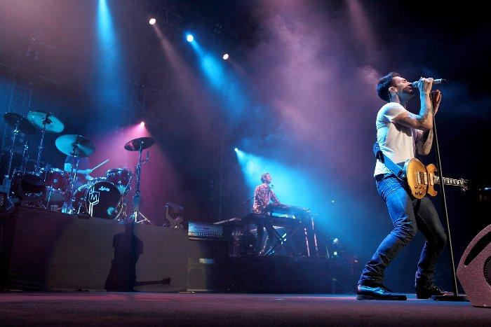maroon-5-concert-2011-02